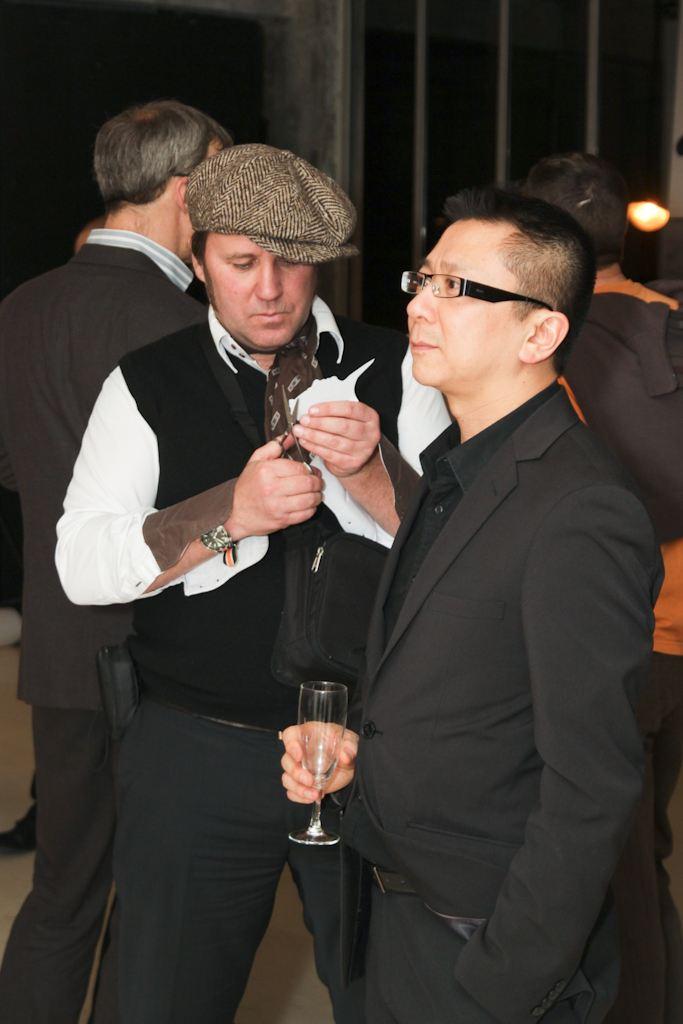 le silhouettiste Gribouilletout au travail lors d'un anniversaire d'entreprise